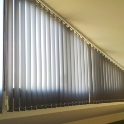Cortina vertical screen 6000P (3%) 127mm